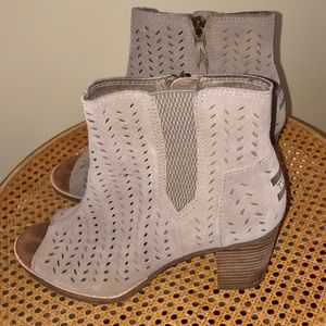 TOMS perforated taupe suede boots booties size 9
